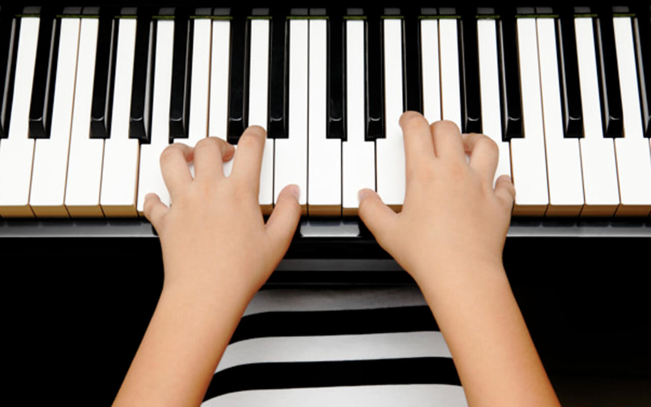 Stevoort activiteit piano spelen